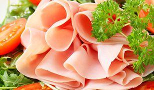 Przed zakupem sprawdźmy, jaki jest jej skład oraz ile zawiera w sobie mięsa.