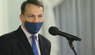 """Koronawirus. Radosław Sikorski zarzuca """"nieudolność"""" rządowi. Jest riposta z PiS"""