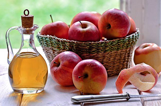 Zamiast kupować ocet jabłkowy, możemy zrobić go w domu