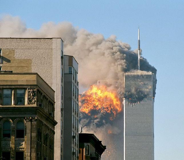 """""""The Looming Tower"""": Peter Sarsgaard w samym centrum wydarzeń z 11 września. Ten serial zatrzęsie światem"""
