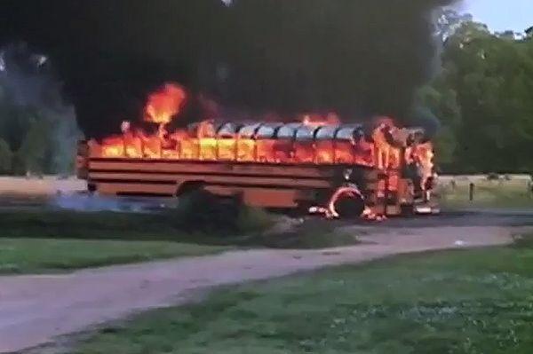 Dwie siostry uratowały dzieci z płonącego autobusu w USA