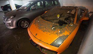 Zniszczone auta, zalane ulice. Tajfun pustoszy miasta
