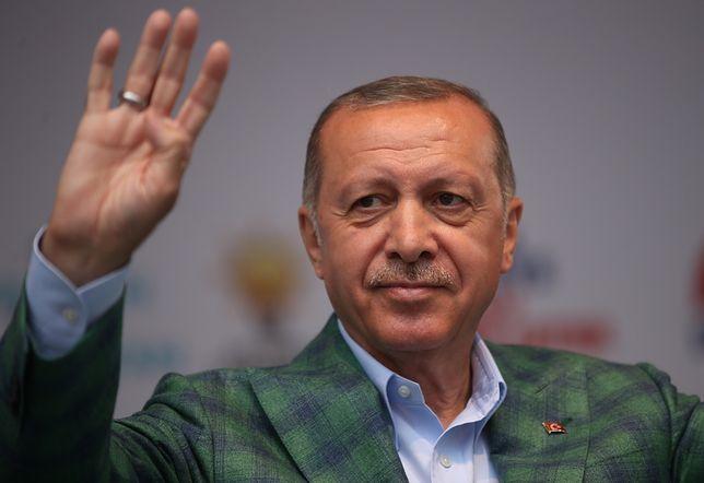 Recep Erdogan i jego partia są faworytem w przedterminowych wyborach prezydenckich i parlamentarnych w Turcji