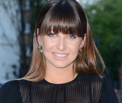 Anna Lewandowska w stylowym komplecie khaki. Pochodzi ze sklepu polskiej marki