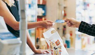 Na letnie wyprzedaże z… kartą kredytową?