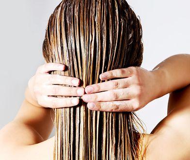 Płukankę wykonuj po umyciu włosów