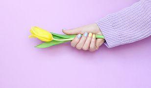Feeria barw na dłoniach. Modne kolory paznokci na wiosnę i lato