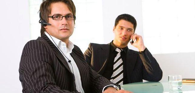 Nieformalne układy w miejscu pracy ważniejsze od realnych osiągnięć