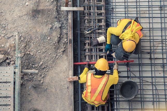 Ile trwają obowiązkowe przerwy technologiczne na budowie