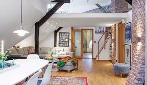 Mieszkanie na poddaszu w stylu skandynawskim: jasno, przytulnie, z cegłą