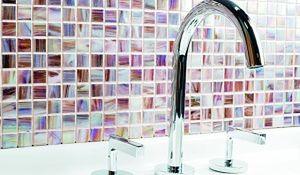 Mozaika w łazience: kamienna, szklana, a może drewniana?