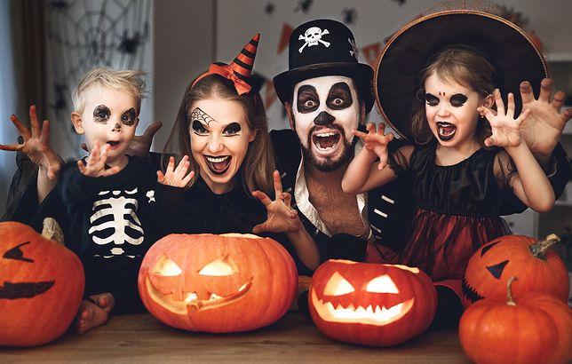 Malowanie makijażu na Halloween to świetna zabawa dla całej rodziny