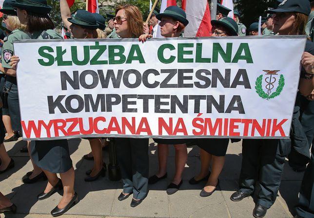 Pikieta celników przed Sejmem w Warszawie