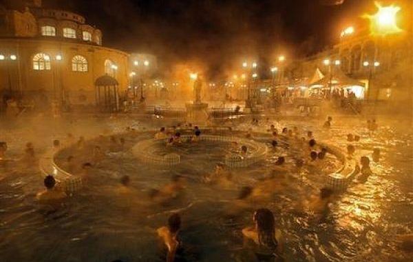 Noc w kąpieli