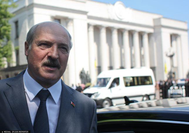 Prezydent Białorusi: telefon dzwoni rzadko, wtedy przynosi go adiutant