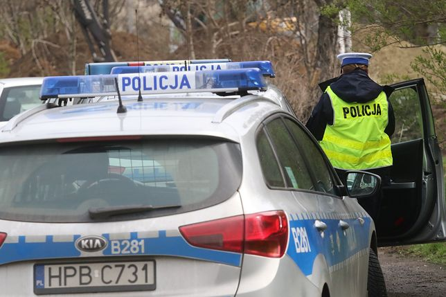 Tragiczny wypadek w Łodzi. 45-latek uderzył autem w latarnię