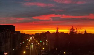 Niesamowity zachód słońca w Legionowie. Podobne widoki można było podziwiać w Warszawie.