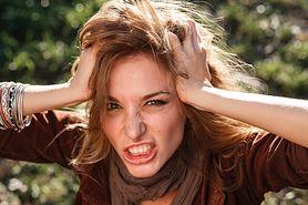 Słabe, matowe, cienkie... Jak wzmocnić kondycję włosów po ciąży?