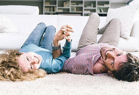 Przekonaj się, jak wybrać najlepszy dywan do salonu