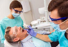To dentysta może pomóc wykryć chorobę Alzheimera. Dowiedz się, dlaczego