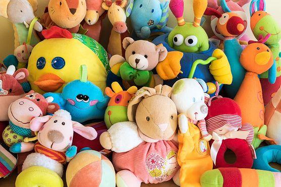 Zabawki mogą wyrządzić dziecku ogromną krzywdę. Sprawdź, co na ten temat mówi ekspert