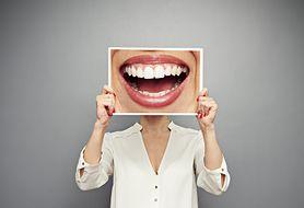 Marzysz o olśniewającym uśmiechu? Dowiedz się, jak możesz wybielić zęby