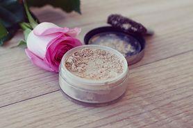 Jakich kosmetyków najlepiej unikać w trakcie ciąży? Poznaj listę produktów zakazanych!
