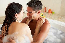Kąpiel we dwójkę można brać nawet w małej łazience