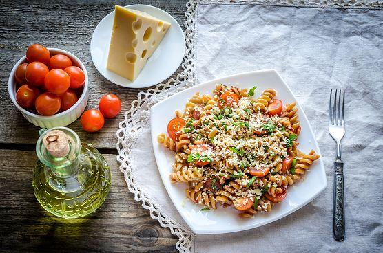 Masz ochotę na smaczne, zdrowe danie? Przetestuj naszą propozycję na razowy makaron z warzywami