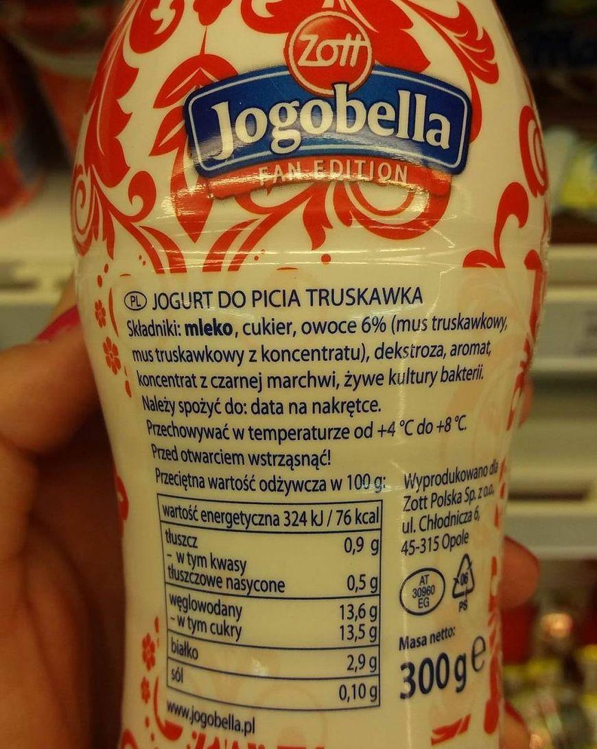 Truskawkowy jogurt do picia firmy Jogobella