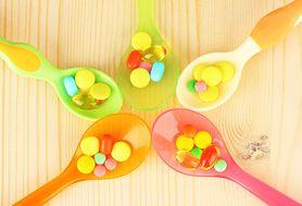 Jakie witaminy powinny przyjmować niemowlęta, by prawidłowo się rozwijać?