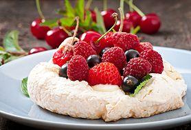 Lubisz słodkości? Koniecznie spróbuj australijskiego deseru z kremem i owocami