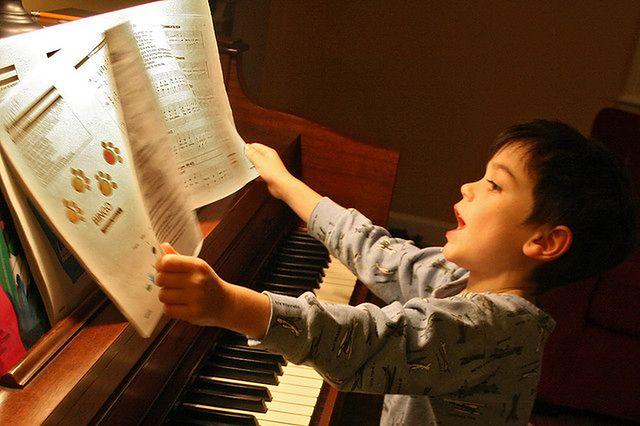 Lekcji gry na pianinie