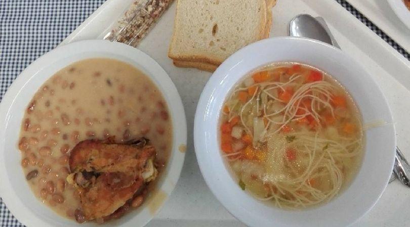 Obiad w szkole na Węgrzech zazwyczaj składa się z dwóch dań i deseru