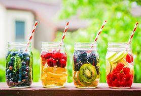 Przedstawiamy 10 sprawdzonych sposobów, by pić więcej wody każdego dnia