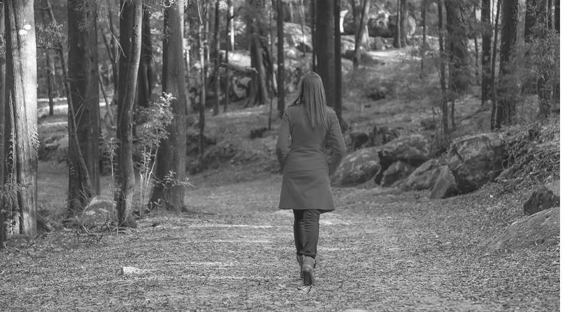 Kobieta odchodzi / 123RF