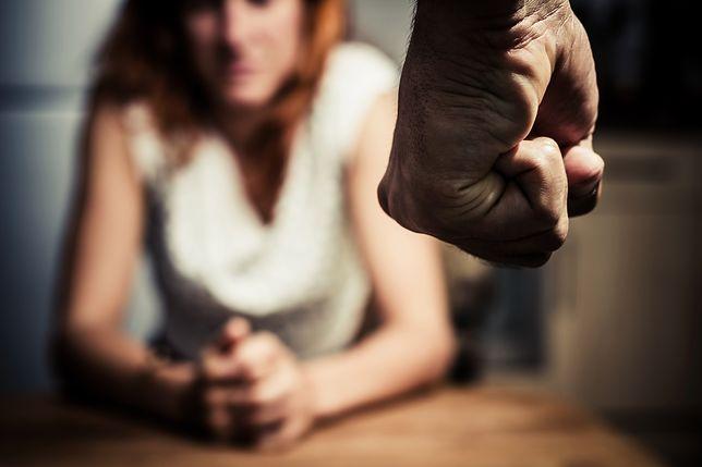 Ropczyce. Ojciec i syn zostali tymczasowo aresztowani za wieloletnie znęcanie się nad swoją żoną i matką