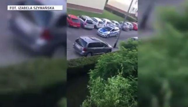 Policjanci wypisują mandaty, a chwilę później sami łamią przepisy