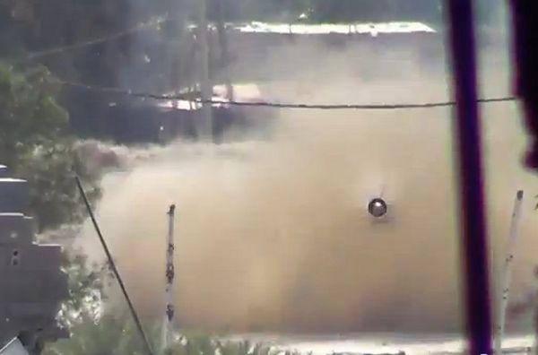 Porażające nagranie z Syrii: pocisk, wystrzelony z czołgu, leci prosto na kamerę
