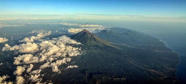 Dziesiątki tysięcy turystów utknęło na rajskiej wyspie. Lotnisko na Bali zamknięte, 445 lotów odwołanych