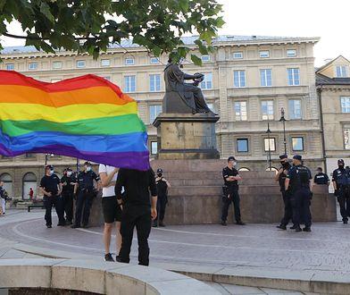 Na miejscu demonstracji są setki policjantów z Komendy Stołecznej