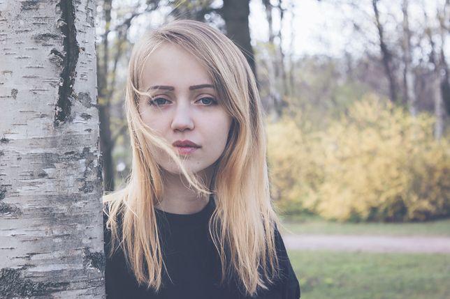Modne kolory włosów jesień-zima 2020/2021 to głównie blondy i brązy.