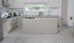 Sposoby na utrzymanie czystości w białej kuchni