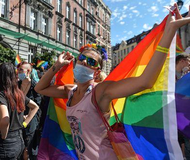 """Sondaż WP. """"Niemal nikogo, poza oczywiście partyjnymi betonami i grupką krzykliwych awanturników szukających swojego miejsca na scenie politycznej, cała awantura wokół aktywistów LGBT nie obeszła."""""""