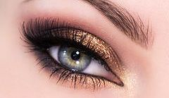 MAKIJAŻ KROK PO KROKU: Makijaż ślubny dla niebieskich i zielonych oczu