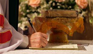 Zaoczny chrzest, nauki przedmałżeńskie online. Kwitnie handel kościelnymi dokumentami