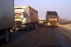 #dziejesiewmoto: manewr ratujący życie na rosyjskiej drodze, elektryczne monstrum i pomocna policja