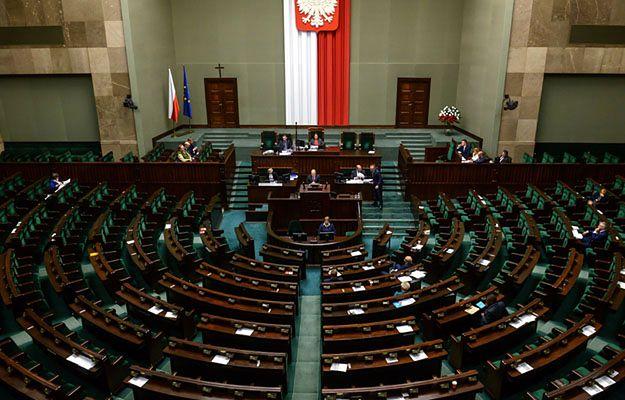 """""""Deklaracja pamięci i solidarności"""" z Ukrainą przyjęta przez Sejm"""