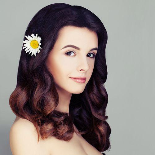 Ombre na czarnych włosach - sprawdź najlepsze stylizacje