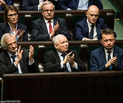 PiS wciąż liderem